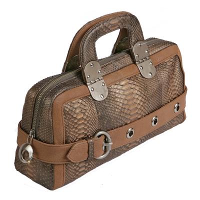 Женская сумка спортивного стиля, выполненная из кожи пито.