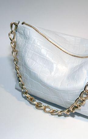 Фотографии Белая сумка на цепочке купить женская сумка с атласной.