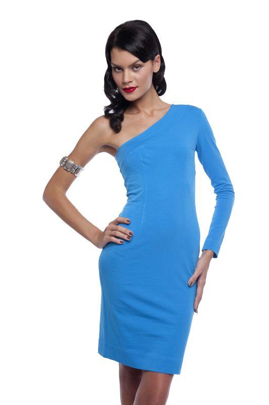 Платьица на одно плечо придают женственность и элегантность обычным...