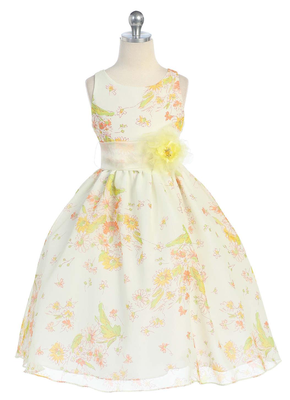 Чудное детское платье белого цвета с потрясающими узорами поможет Вашей...