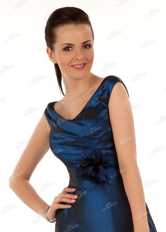 Темно-синее коктейльное платье.