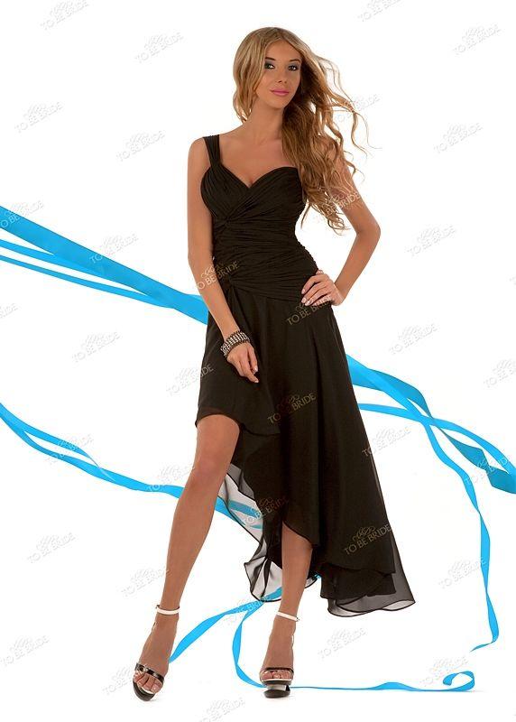 Коктейльное платье с асимметричной юбкой.