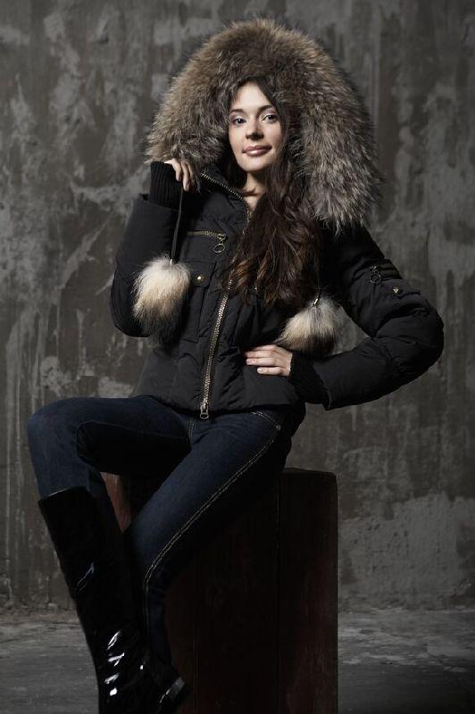 Короткая женская кожаная куртка из