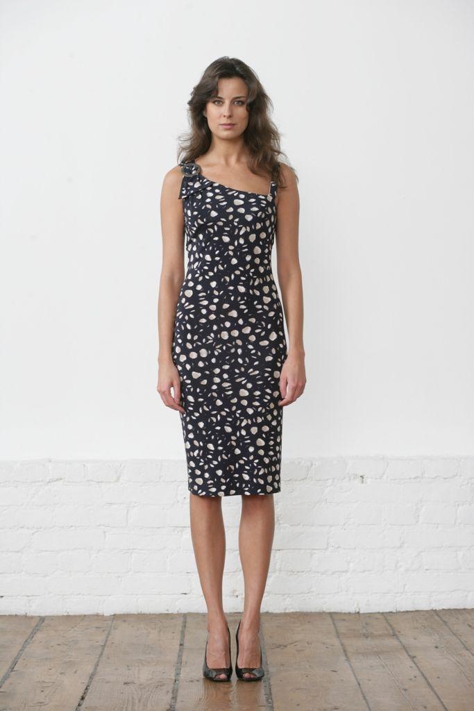 Необычное стильное летнее платье, выполненное из натуральной ткани...