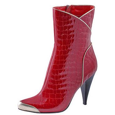 Красноватые лаковые ботильоны с стальным носом, стилизованные под кожу...