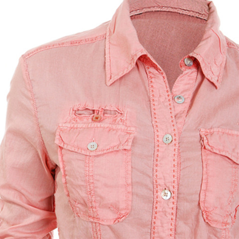 Женская рубашка нежно - розового цвета.