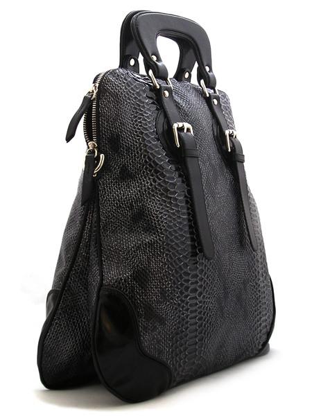 Женская лакированная сумка под рептилию.