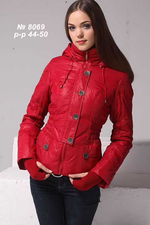 Красная куртка на весну 48р.