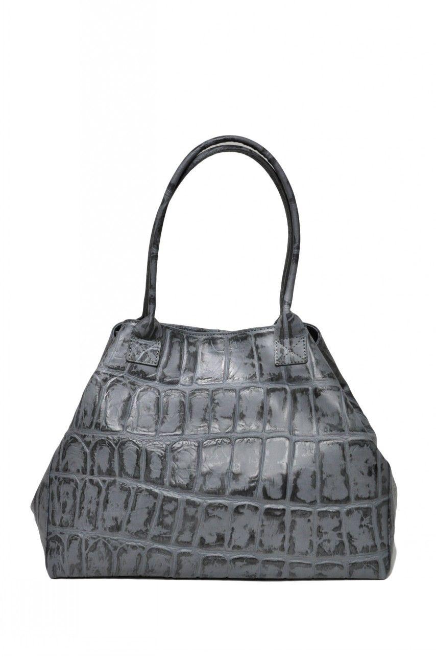 5400 RUR.  Кожаная сумка-трапеция.