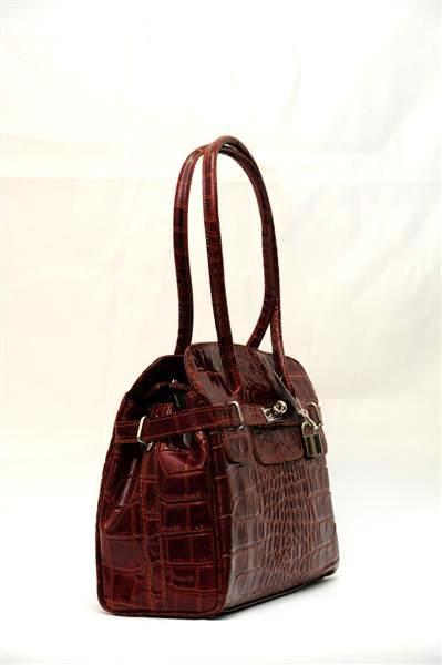 5900 RUR.  Лаковая стильная сумка.