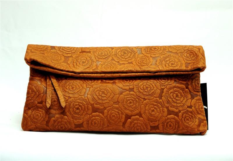Очень стильная, маленькая и невероятно красивая сумочка, которую ещё...
