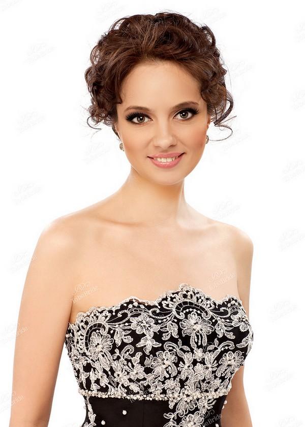 1. Кружевное вечернее платье.