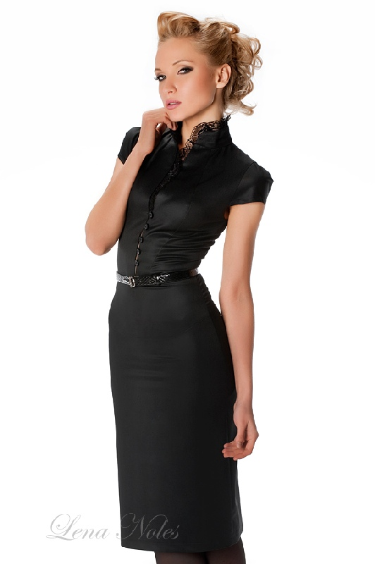 Платье футляр с воротником стойкой