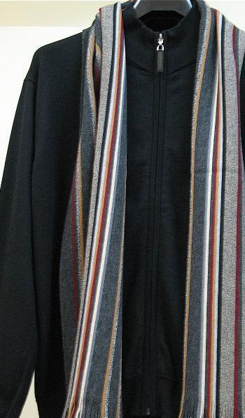 Классический мужской шарф сероватого цвета в узкую разноцветную...