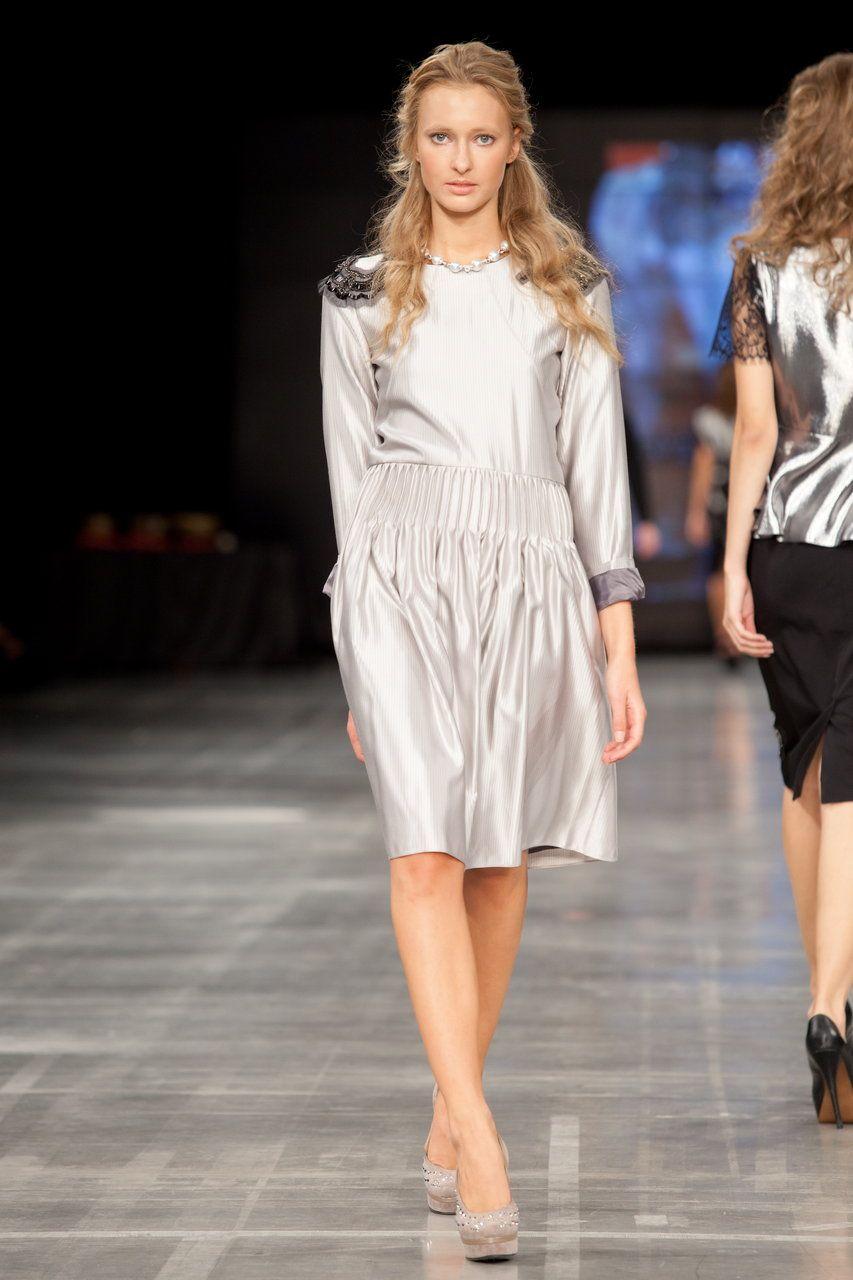 Коктейльное платье с погонами. nbsp;Стильное и очень красивое платье, выполненное из натурального шёлка...