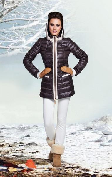 Шоколадная демисезонная куртка с капюшоном и контрастной отделко KLARIS