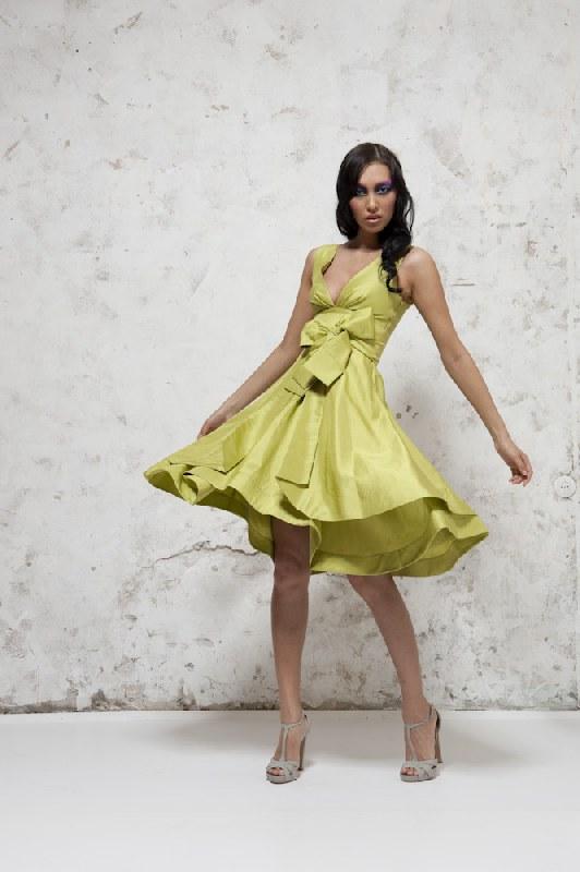 Не дорогое бальное пышное платье