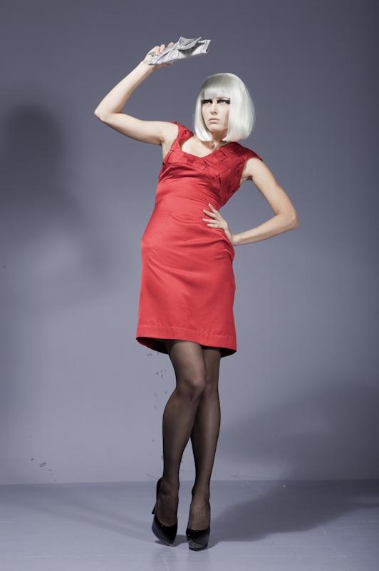 Внимание красный цвет в одежде фото