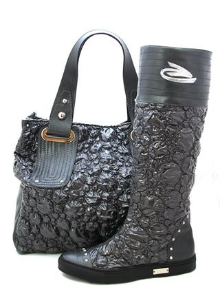 Женская сумка уникальной фактуры составит безупречную пару сапожкам на...