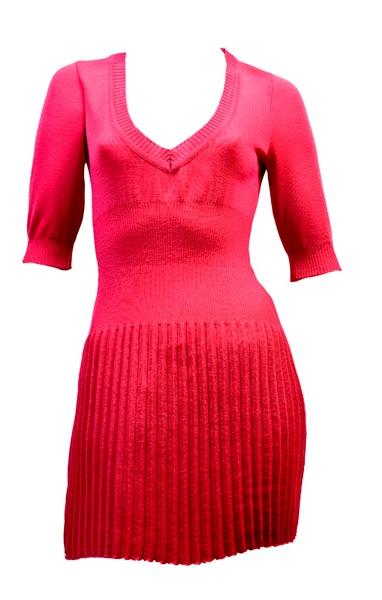 Шифоновое платье с юбкой гофре и прорезью на спине по линии талии.