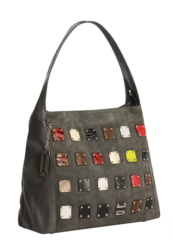 Женская сумка ELEGANZZA выполнена из натуральной кожи серого цвета.