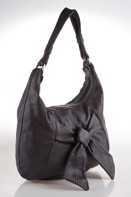Женская сумка Palio выполнена из натуральной кожи темно-серого цвета.