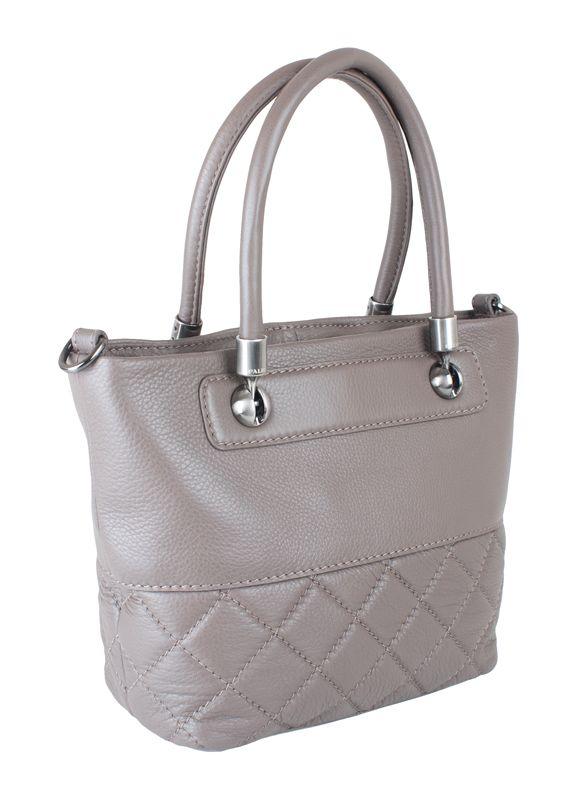 Женская сумка Palio выполнена из натуральной кожи веро-бежевого цвета.