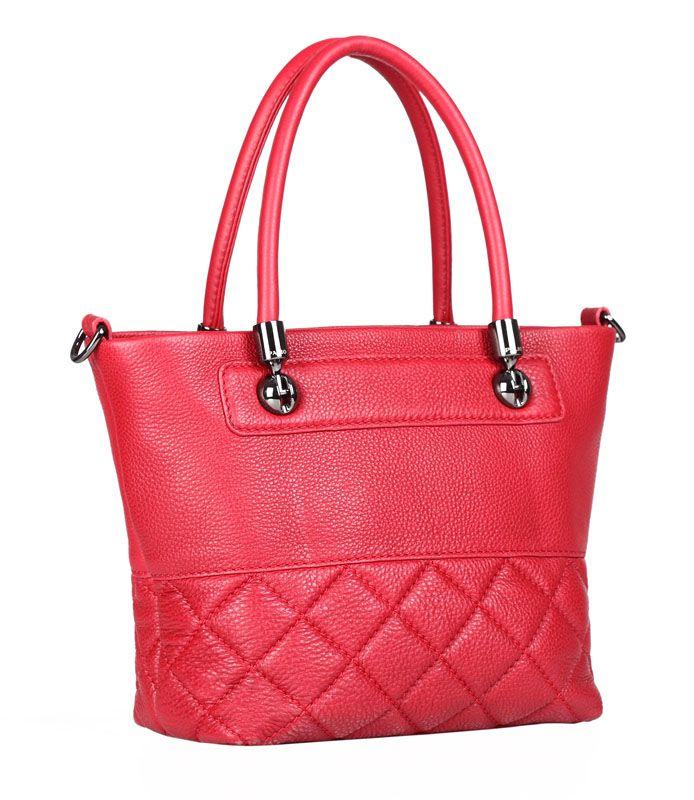 Женская сумка Palio выполнена из натуральной кожи темно-красного цвета.