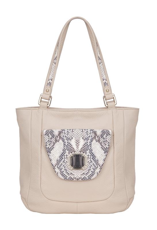 Женская сумка Palio выполнена из натуральной кожи бежевого цвета.