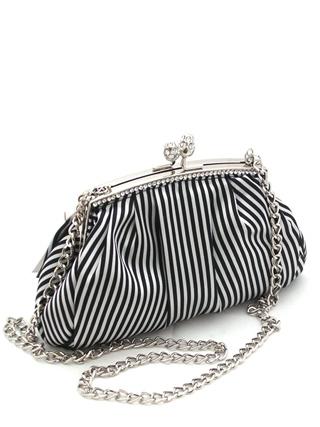 Стильная сумочка клатч из натурального шелка.  Классическая раскраска - черно-белая полоса.