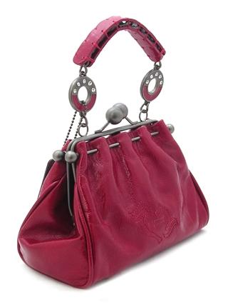Маленькая женская сумочка из натуральной кожи красного цвета.