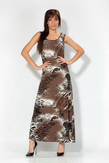 Стильное длинное платье.