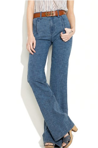 Широкий ремень - отличный аксессуар для широких джинсов.