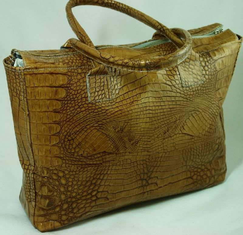 Авторский комментарий: Модная кожаная сумка.