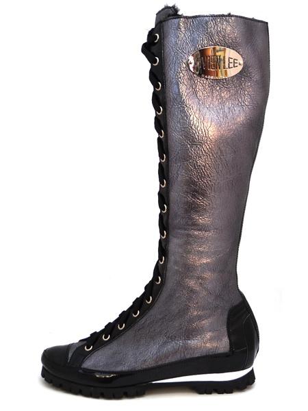 Серебристые зимние сапоги на высочайшей шнуровке.